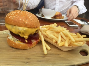 the-london-tavern-beef-burger
